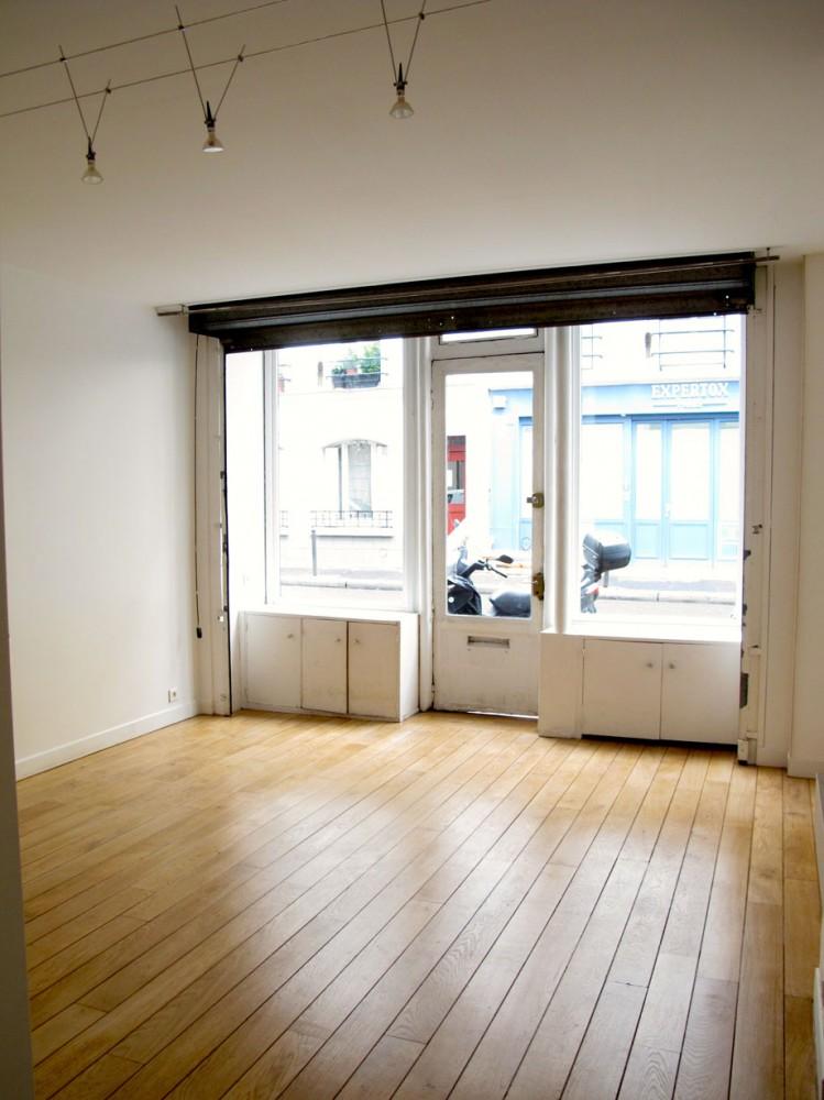 jolie boutique ancienne 30 m2 env bon tat parquet rideau m tallique lectrique salle d 39 eau. Black Bedroom Furniture Sets. Home Design Ideas
